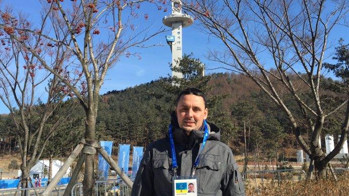 Slovinský novinár Martin Pavčnik počas zimnej olympiády v Pjongčangu. Foto -archív Martina Pavčnika