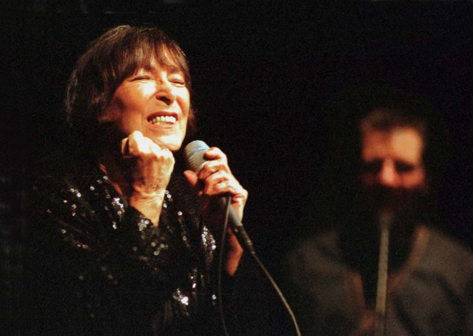 Hana Hegerová počas koncertu v Košiciach, 1999. Foto - TASR/S. Písecký