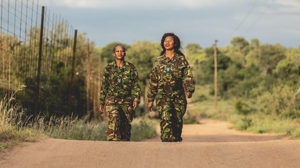 Členky protipytliackej jednotky Black Mamba. Leitah Mkhabela vpravo. Foto - Wildlife Watch/Samsung