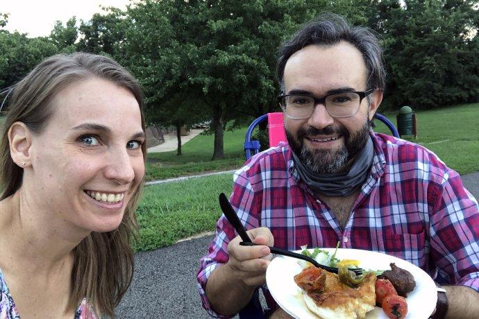 Rob Petrone s manželkou, sedem mesiacov po infarkte. Foto – Washington Post/Christie Petrone