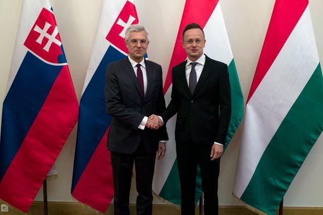 Dvojaké občianstvo opäť vyostruje naše vzťahy sBudapešťou, Korčok si predvolal maďarského veľvyslanca