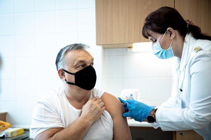 Premiéra Viktora Orbána zaočkovali 28. februára čínskou vakcínou od firmy Sinopharm. Foto - TASR/AP
