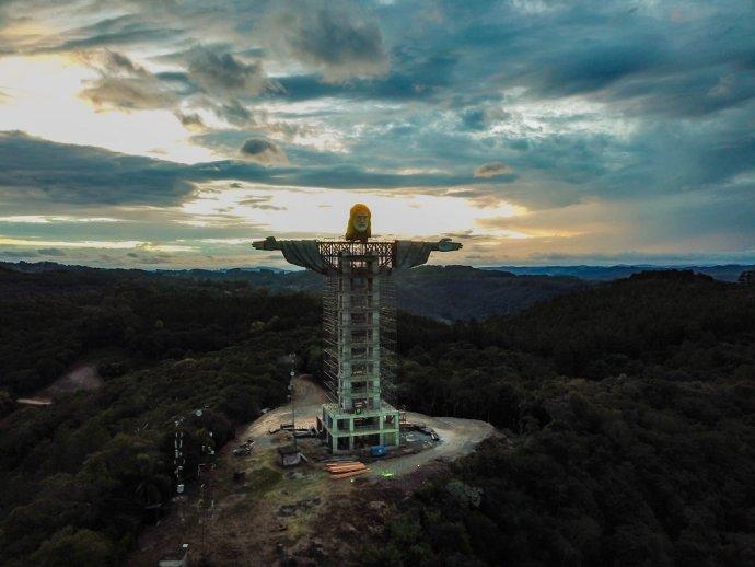V brazílskom meste Encantado stavajú sochu Ježiša Krista, ktorá bude vyššia ako tá v Riu de Janeiro. Foto – facebooková stránka Asociácie priateľov Krista