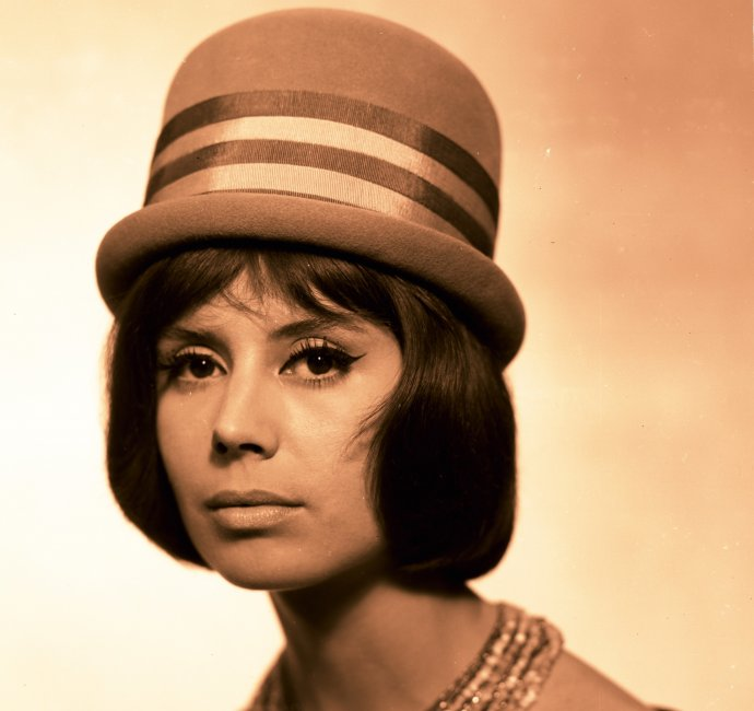 Dámsky klobúk TONAK, produktová fotografia Evžena Somossyho, 60. roky 20. storočia, zo zbierky SMD