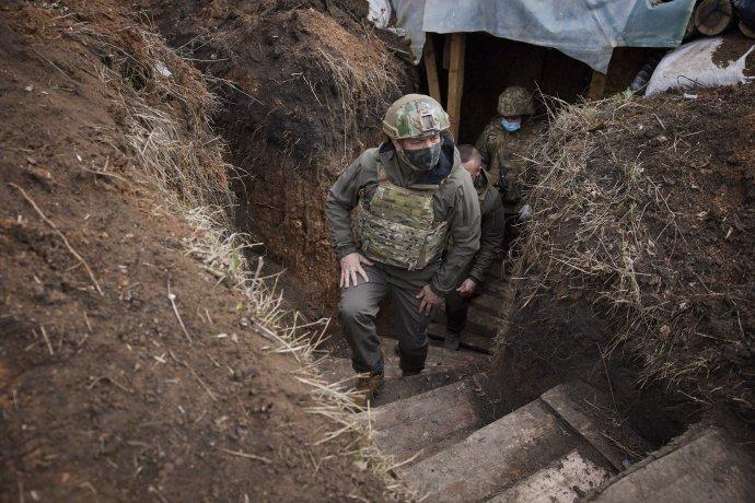 Prezident Volodymyr Zelenskyj na východe Ukrajiny. Foto - TASR/AP