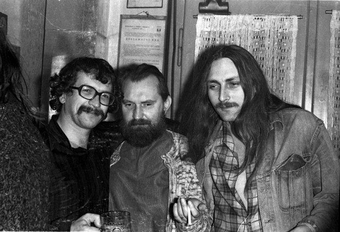 Zľava Ivan Martin Jirous, Egon Bondy a Pavel Zajíček, koniec 70. rokov. Foto – Abbé J. Libánský