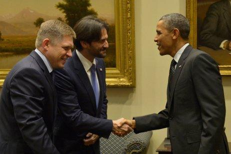 Fico s Kaliňákom pomohli Obamovej administratíve napríklad prijatím ôsmich väzňov z Guantánama, v novembri 2013 dostali pozvánku do Bieleho domu. Foto – TASR