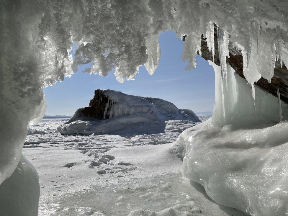 Ľadové jaskyne na Bajkale. Foto – Washington Post/Jelena Anosovová