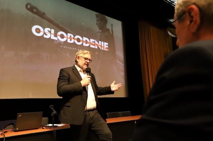 Stanislav Mičev počas prezentácie virtuálnej výstavy Oslobodenie Slovenska. Foto - TASR/Ján Krošlák