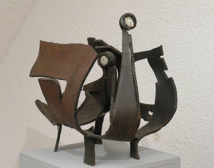 Erna Masarovičová: Dvojhlavý vták, 1969, zvárané železo, v. 50 cm. Foto – archív GMB