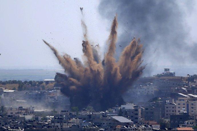 Izraelský nálet na Pásmo Gazy. Foto - TASR/AP