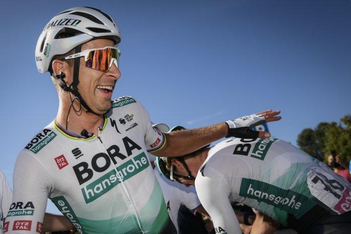 Peter Sagan sa s kolegami teší z výhry v 10. etape Gira. Foto - TASR/AP