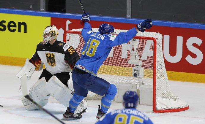 Pavel Akolzin po víťaznom góle proti Nemecku. Foto - TASR/AP