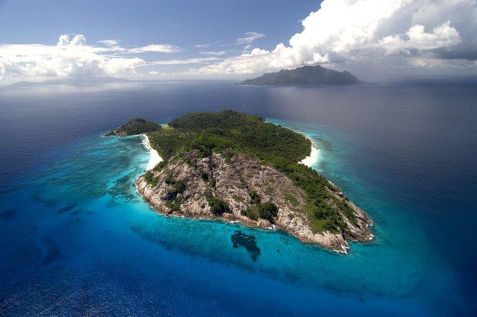 Jeden zo seychelských ostrovov (Severný ostrov) v Indickom oceáne. Foto - tasr/ap