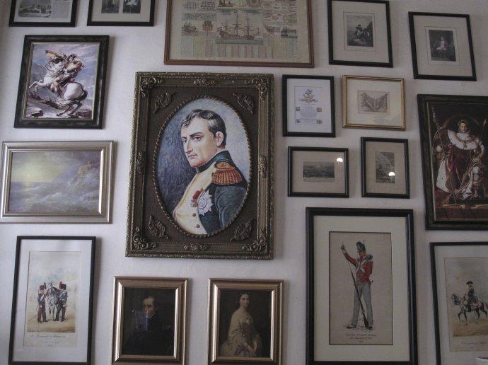 Portrét Napoleona Bonaparta v dome na Ostrove svätej Heleny. Foto - TASR/AP