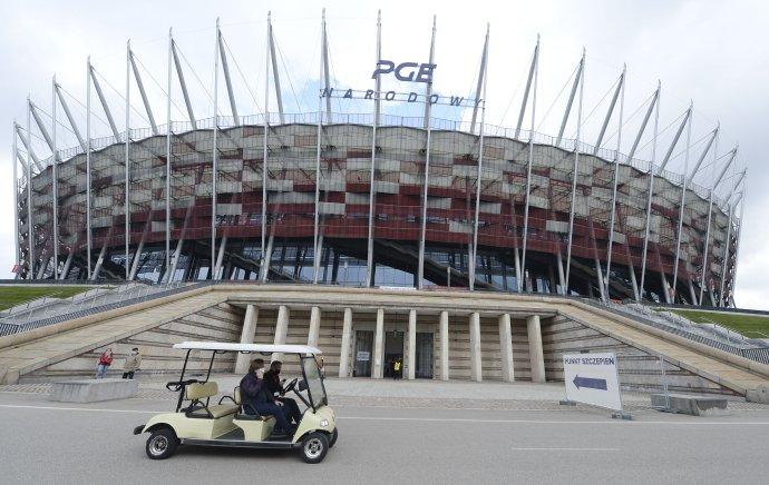 Vo Varšave sa očkuje na národnom futbalovom štadióne. Foto - tasr/ap