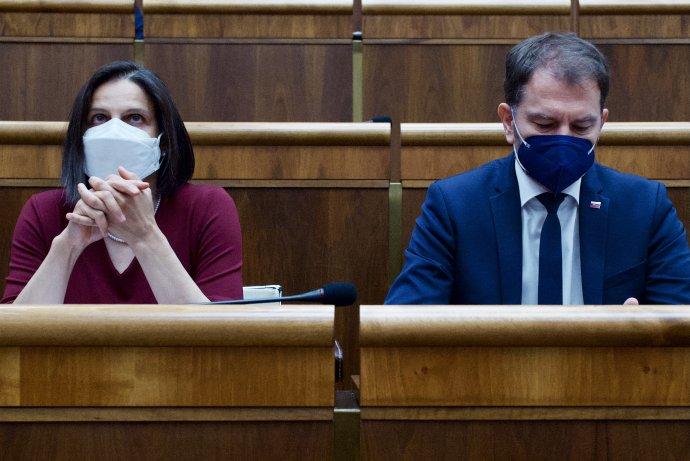 Mária Kolíková a Igor Matovič na parlamentnej schôdzi, na ktorej sa hlasovalo o jej zotrvaní vo funkcii. Foto N - Vladimír Šimíček