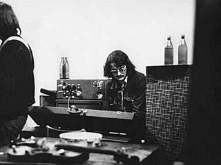 Otakar Michl v jednej zo zostáv Plastic People v roku 1977. Vľavo Josef Janíček. Foto - Ondřej Němec