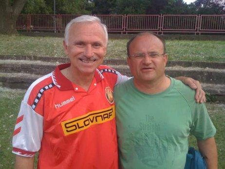 Jozef Mihál (vpravo) a legenda Interu a súčasný prezident Jozef Barmoš v roku 2010. Foto – archív J. M.