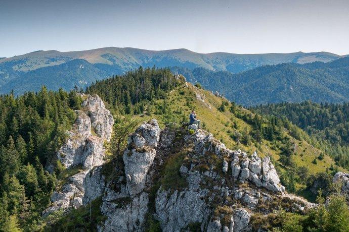 Veľkofatranský hrebeň z brál vrcholu Ostrej. Foto – Ľubomír Mäkký