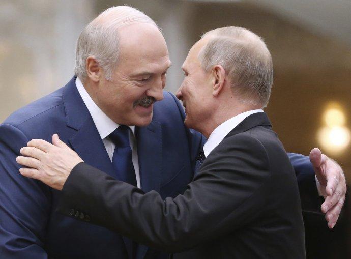 Lukašenko a Putin. Jeden z dôvodov, prečo si Rusi a Bielorusi často tak veľmi dobre rozumejú. Foto - TASR/AP