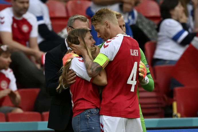 Simon Kjær a manželka Christiana Eriksena. Foto - TASR/AP