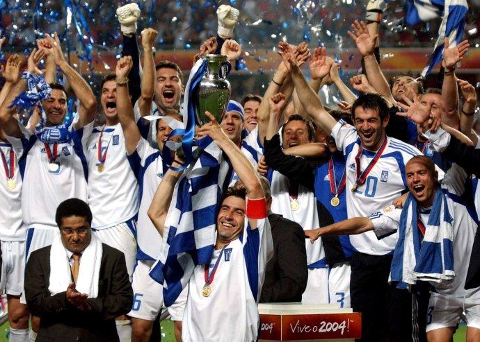 Oslavy Grékov po víťazstve na Eure 2004. Foto - TASR/AP
