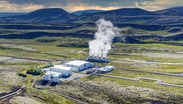Horúca voda zo zeme odovzdáva v geotermálnej elektrárni svoj energetický potenciál, pričom vzniká zelená elektrina. Foto – Shutterstock