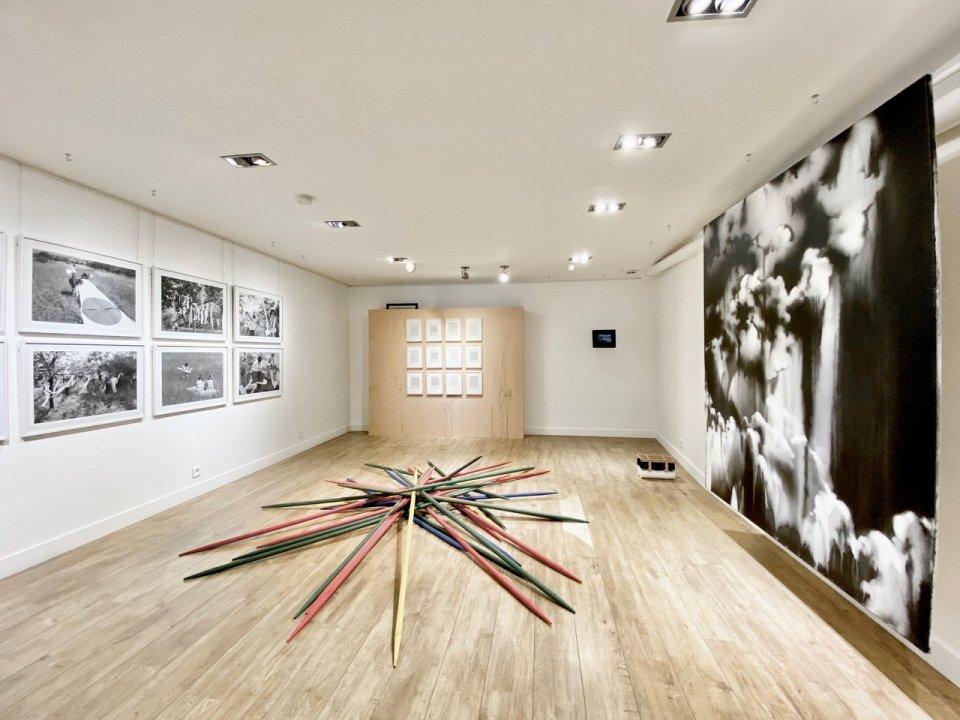 Z výstavy Reframing Possibilities v Paríži. Foto - Soda gallery