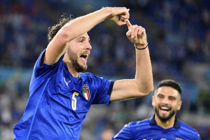 Záložník Talianska Manuel Locatelli ovládol zápas so Švajčiarskom. Foto - TASR