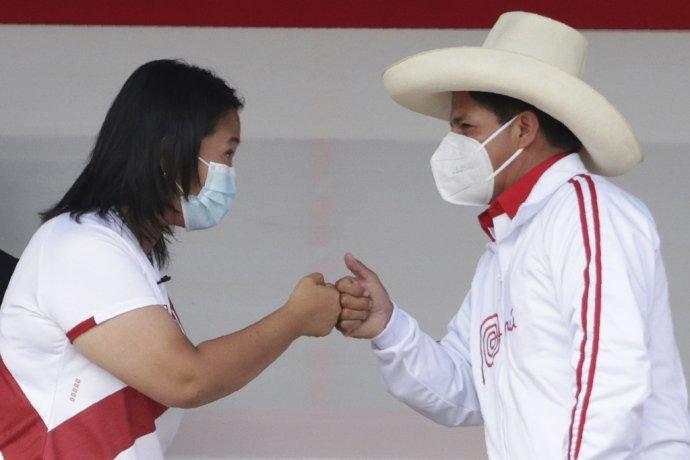 Prezidentskí kandidáti v Peru Keiko Fujimoriová a Pedro Castillo. Foto - TASR/AP