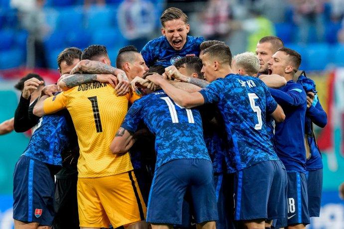 Radosť Slovákov po zápase. Foto – TASR/AP