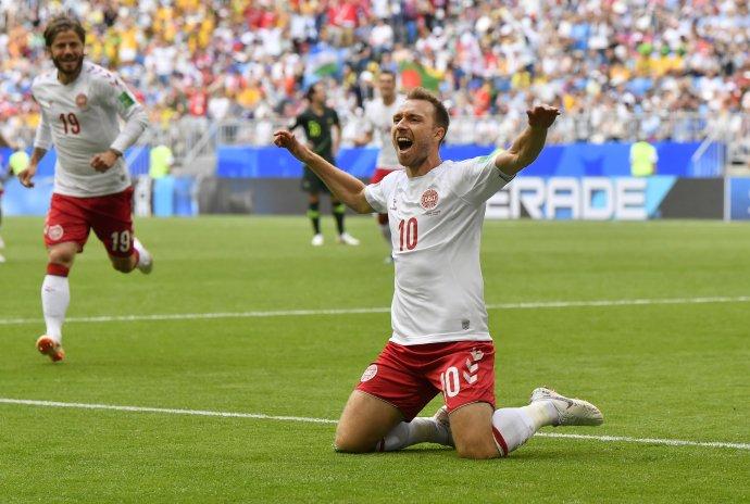 Christian Eriksen oslavuje gól proti Austrálii na MS 2018. Foto - archív TASR