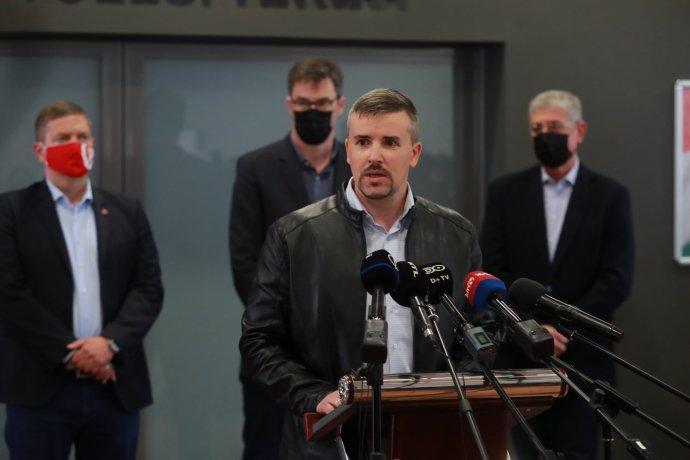 Šéf Jobbiku Péter Jakab s lídrami opozície. Foto - FB Pétera Jakaba