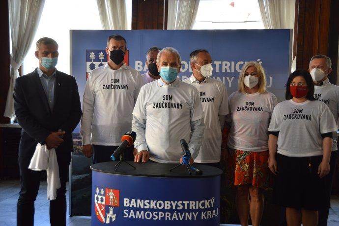 Ján Lunter spoločne s krajskými špičkami politických strán vyzval ľudí, aby sa dali zaočkovať. Foto N – Daniel Vražda