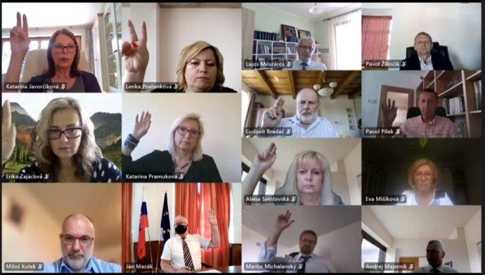 Súdna rada hlasovala o kandidátoch na sudcov Najvyššieho správneho súdu stále online. Foto N