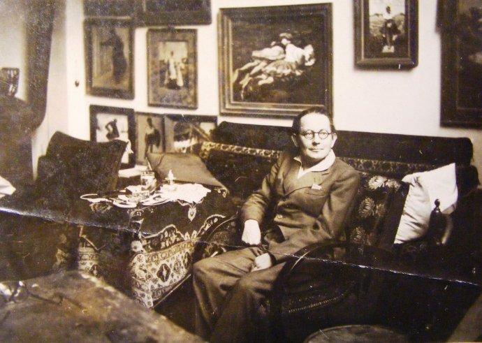 Maliar Mousson v domácom prostredí po roku 1942. Foto - Zemplínske múzeum v Michalovciach