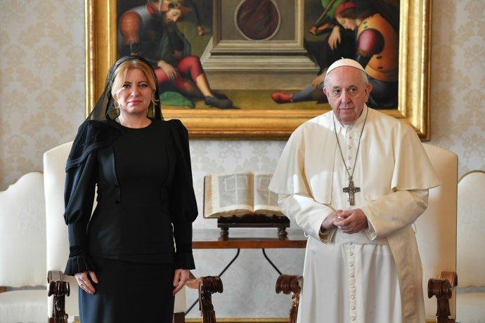 Prezidentka Zuzana Čaputová a pápež František počas súkromnej audiencie vo Vatikáne 14. decembra 2020. Foto - TASR