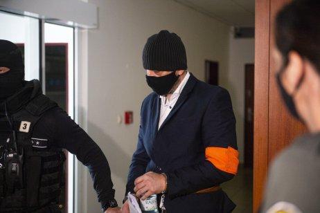 Na súd privádzajú Petra Gašparoviča. Foto – tasr