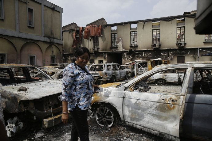 V Nigérii dochádza aj k takýmto útokom ako v roku 2020 v Lagose. Foto – archív TASR