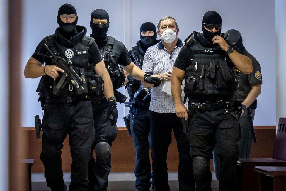 Dušana Kováčika pravidelne predvádza pred súd ozbrojená eskorta. Foto N - Tomáš Benedikovič