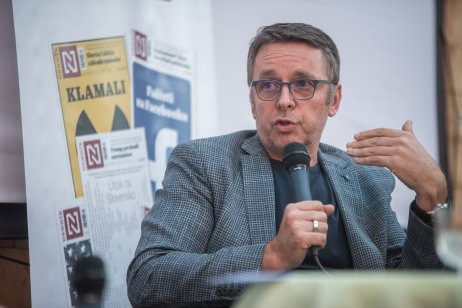 Ivan Mikloš počas diskusie Denníka N v Michalovciach. Foto N – Tomáš Hrivňák