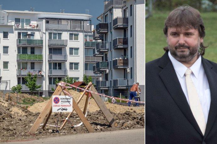 Výstavba bytoviek v Slovenskom Grobe, za ktorou je starostova rodina a starosta obce Štefan Gašparovič. Foto N - Tomáš Benedikovič, TASR