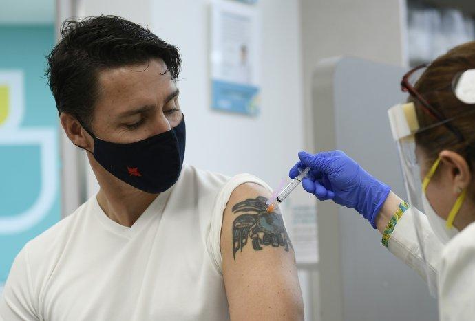 Premiér Justin Trudeau dostal druhú dávku vakcíny proti covidu začiatkom júla. Foto – TASR/AP