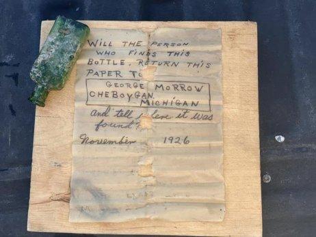 Odkaz z roku 1926, ktorý sa našiel vo fľaši. Foto – Nautical North Family Adventure