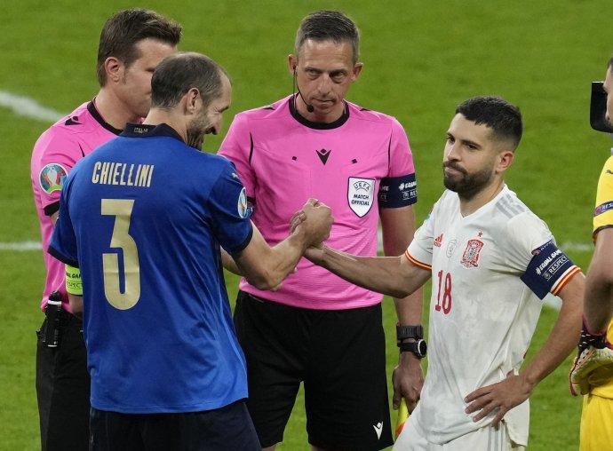 Chiellini a Alba pred penaltovým rozstrelom. Foto - TASR/AP