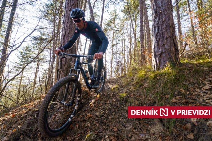 """Cyklista aturista oetikete vlese: Sturistom počítam aj na cykloznačke, hulákať """"uhnite"""" nie je dobré"""