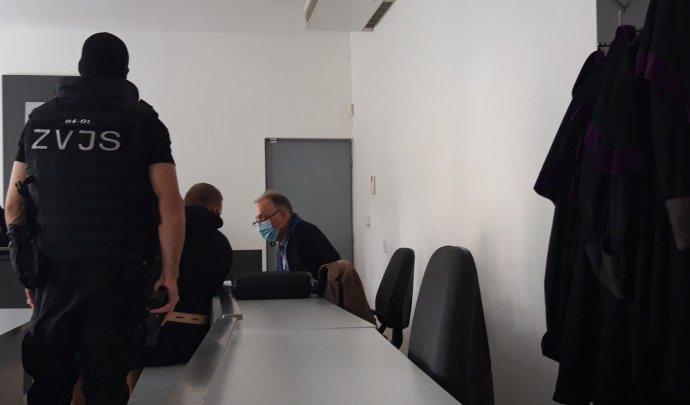 Csaba Dömötör na súde pred rozhodnutím o dohode o vine a treste. Foto - N