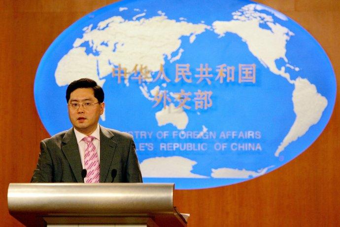 Hovorca čínskeho ministerstva zahraničia počas brífingu pred novinármi. Foto - AP