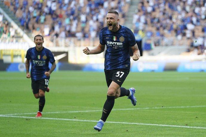 Milan Škriniar sa teší z gólu. Foto - TASR/AP